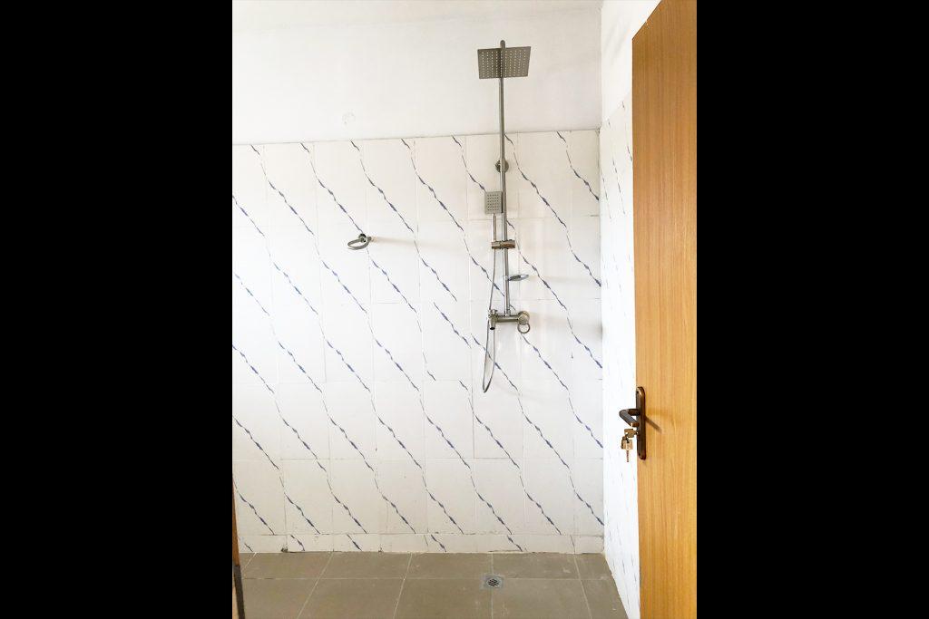Peridot Parkland Estate Shower